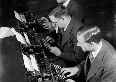 Achter de typemachine 1932 - Nationaal Archief, Willem van de Poll,